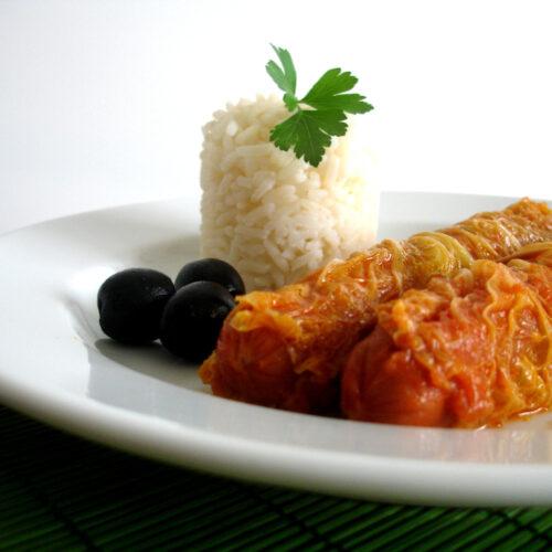 Salsichas Frescas Enroladas em Couve-Lombarda